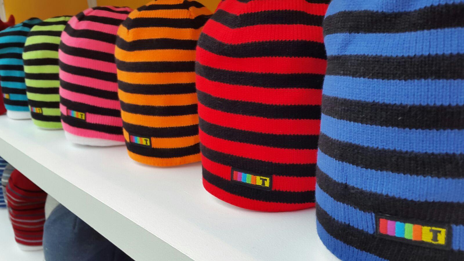 детские шапки на выставке CHAPEAU